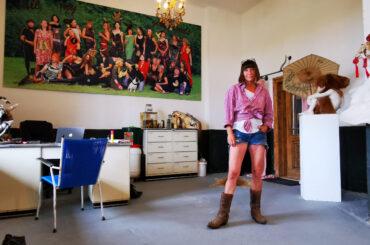 Iris Schieferstein – Guns, Cows and Style